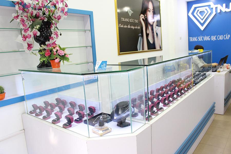 cửa hàng trang sức tnj